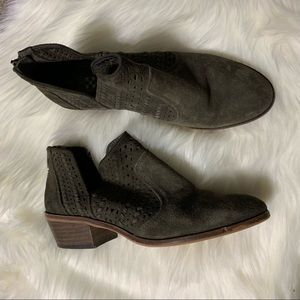Army green Vince Camuto booties size 8